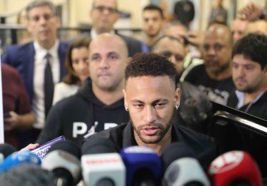 Polícia francesa recolhe vídeos do hotel em que estava acusadora de Neymar