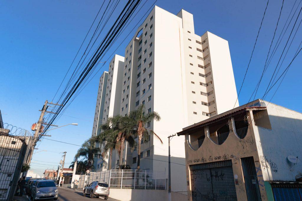 Resultado de imagem para Mãe joga recém-nascida do 10º andar de prédio em São Paulo