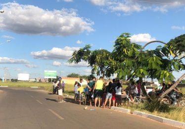 Motociclista morre após colidir contra árvore no Jardins do Cerrado 2, Goiânia