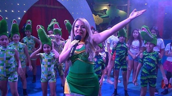 Apresentadora infantil usa buffet de Xuxa para gravar sem autorização