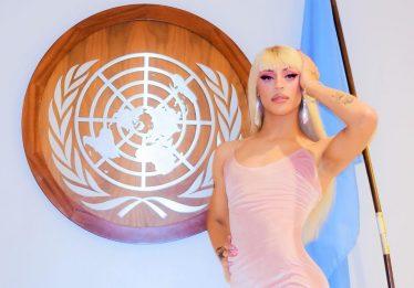 Pabllo Vittar se apresenta na ONU em evento que homenageia rainha Elizabeth II