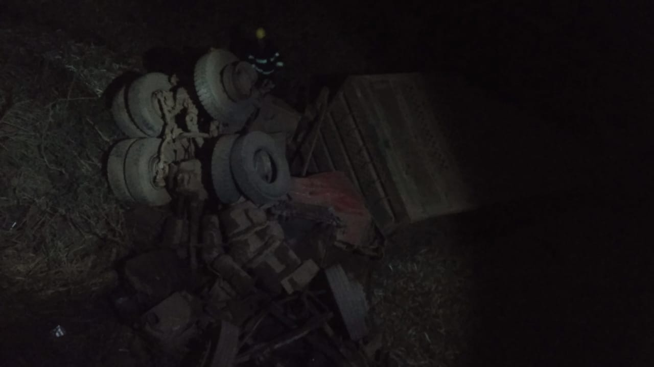 Caminhoneiro morre ao cair de ponte na BR-364, em Santa Rita do Araguaia
