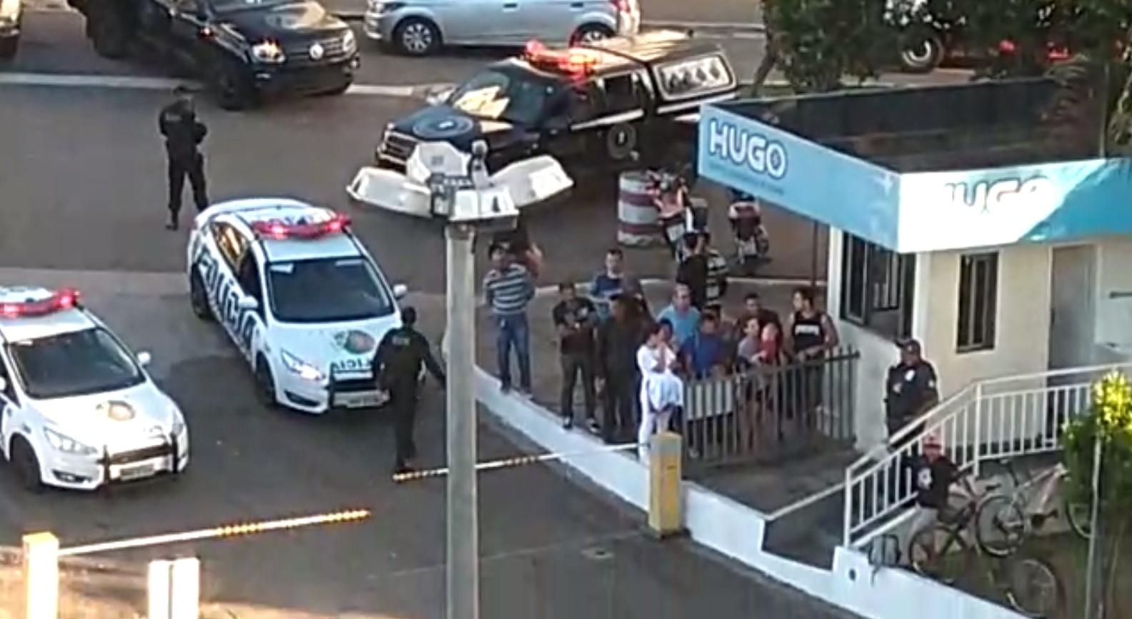 Dois acabam presos após perseguição e tiroteio; suspeito foi baleado