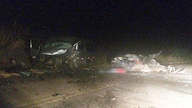 Acidente entre van e carro deixa quatro mortos e dois feridos em Firminópolis