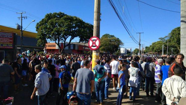 Protesto de feirantes atrasa início das obras na Praça do Trabalhador