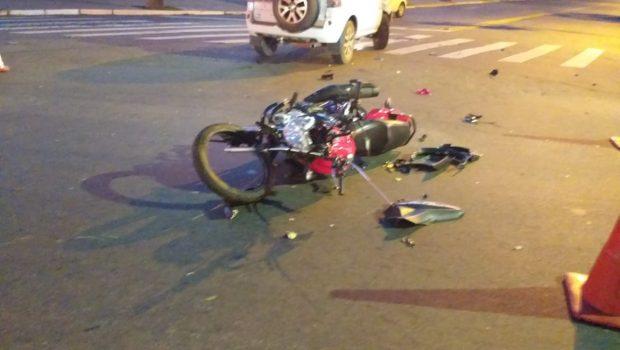 Motociclista fica ferido após colidir com carro na Av. Paranaíba, em Goiânia