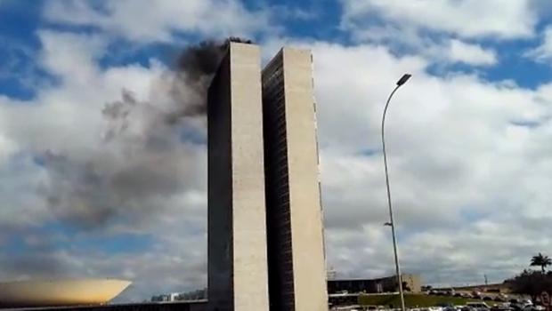 No dia da Greve Geral, bombeiros fazem simulação de incêndio no Congresso Nacional: assista o vídeo