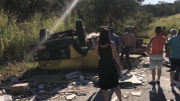 Acidente na BR-153, próximo a Jaraguá, deixa uma pessoa morta e outra ferida