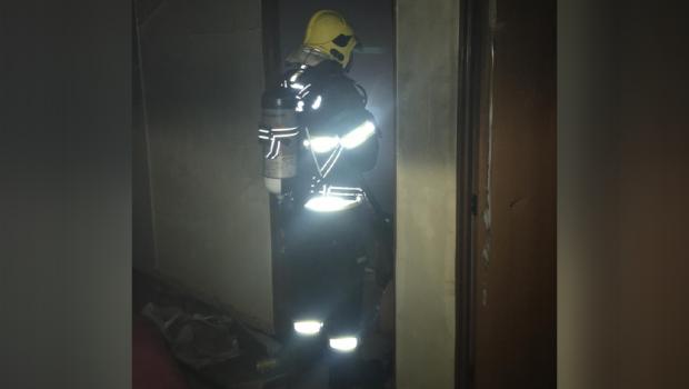 Vela acesa em guarda roupas causa incêndio em residência em Goianésia