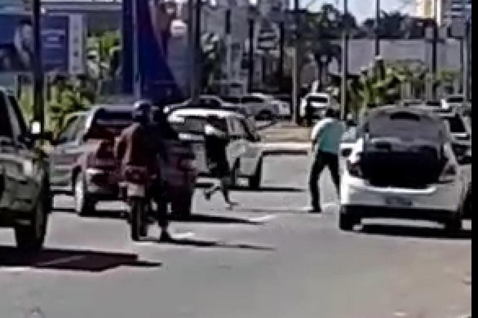 Briga de trânsito termina em flagrante por tentativa de homicídio, em Aparecida de Goiânia: assista o vídeo