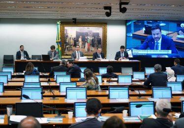 Deputados fazem reivindicações na comissão da Reforma da Previdência
