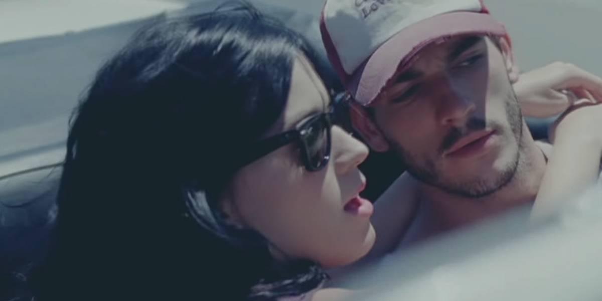 Katy Perry e Josh Kloss no clipe de 'Teenage Dream'