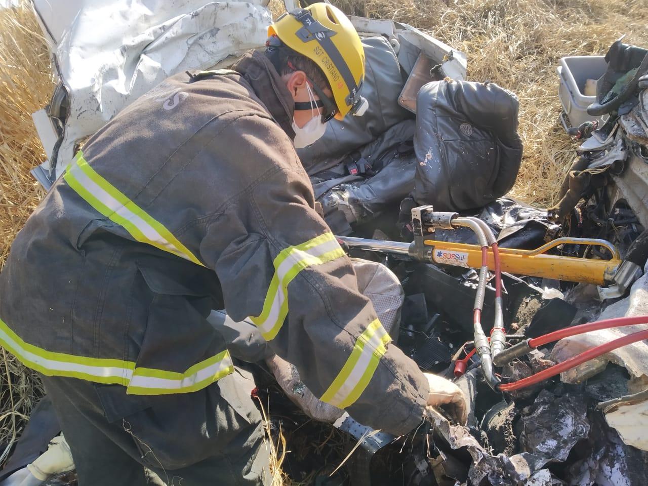 Duas pessoas morrem em colisão entre carro e caminhão cegonha na BR-364