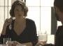 Téo (Rainer Cadete) se aproxima de Josiane (Agatha Moreira) e a aconselha a investir toda a fortuna, em 'A Dona do Pedaço' — (Foto: TV Globo)
