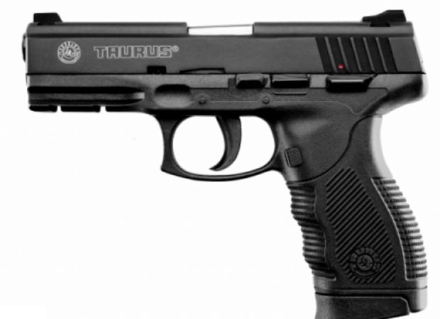 Empresa é condenada a pagar R$ 20 Mil a policial por falha de arma. (Foto: Reprodução/Taurus)