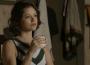 Josiane (Agatha Moreira) acha que pode se vingar de Maria da Paz (Juliana Paes) ao passar informações sobre empréstimo a Fabiana (Nathalia Dill) — (Foto: TV Globo)