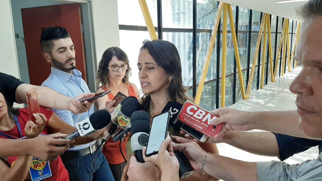 A superintendente de vigilância em saúde da SMS, Flúvia Amorim, explica que há baixa procura por vacinas e isso tem feito ressurgir doenças antes erradicadas, como o sarampo, em Goiânia (Foto: Thaynara Cunha / Mais Goiás)