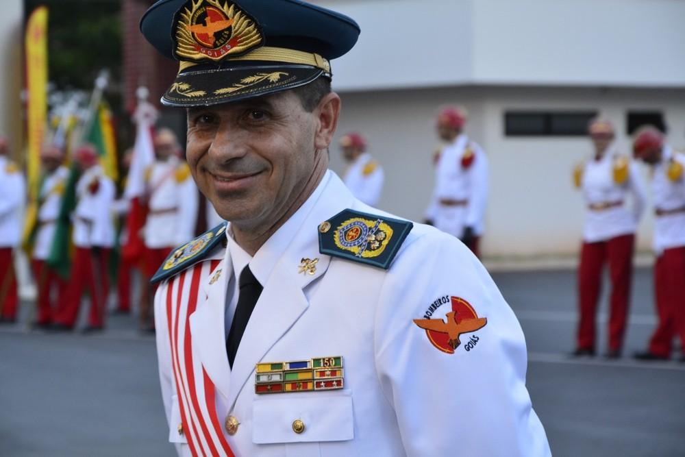 O comandante-geral dos bombeiros, coronel Dewislon Adelino Mateus, e outros cinco militares suspeitos de envolvimento em esquema de fraude de certificados em Goiânia foram afastados da corporação. (Foto: Divulgação)