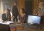 Fabiana (Nathalia Dill) não tem outra saída a não ser aceitar a proposta de Maria da Paz (Juliana Paes) e Amadeu (Marcos Palmeira), em 'A Dona do Pedaço' — (Foto: TV Globo)