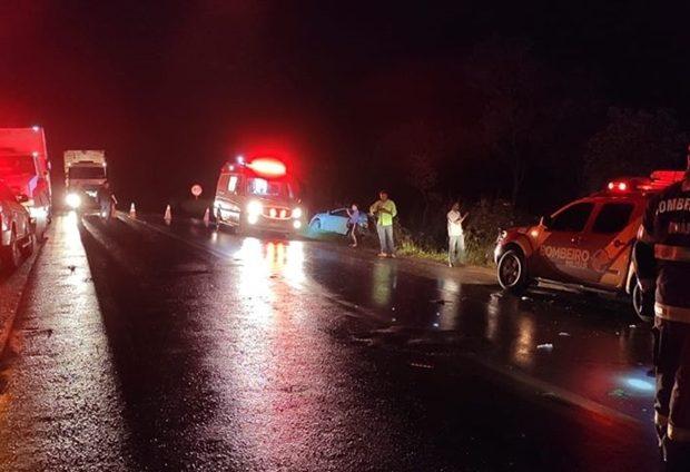 Frentista para para ajudar vítimas de acidente e morre atropelado na BR-020, em Formosa (Foto: Divulgação/Corpo de Bombeiros)