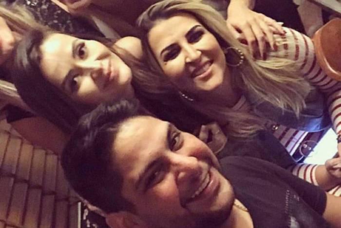 Nova namorada do cantor Jorge foi madrinha de casamento dele com ex-esposa