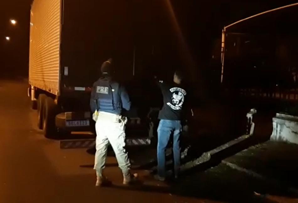 Homem é preso transportando carga roubada com mais de 14 toneladas de leite em pó