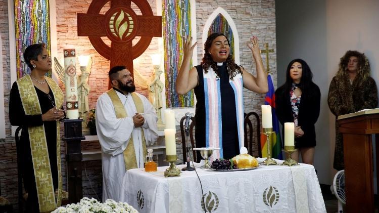 Alexya Salvador celebra culto em igreja em que é pastora (Foto: Arquivo Pessoal)