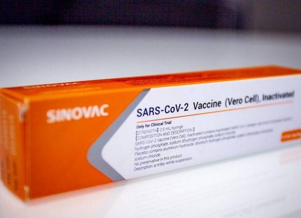 A vacina Coronavac, contra a Covid-19, é segura e tem capacidade de produzir resposta imune em 97% dos casos (Foto: Antonio Molina/Zimel Press/Agência O Globo)