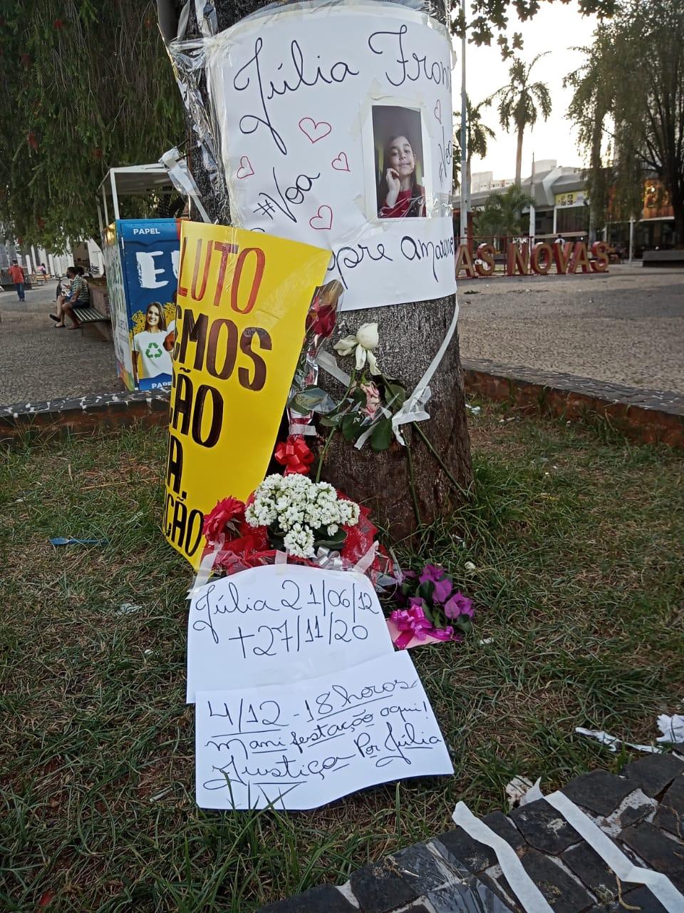 Moradores prestam homenagens à Júlia e pedem Justiça pela morte da criança