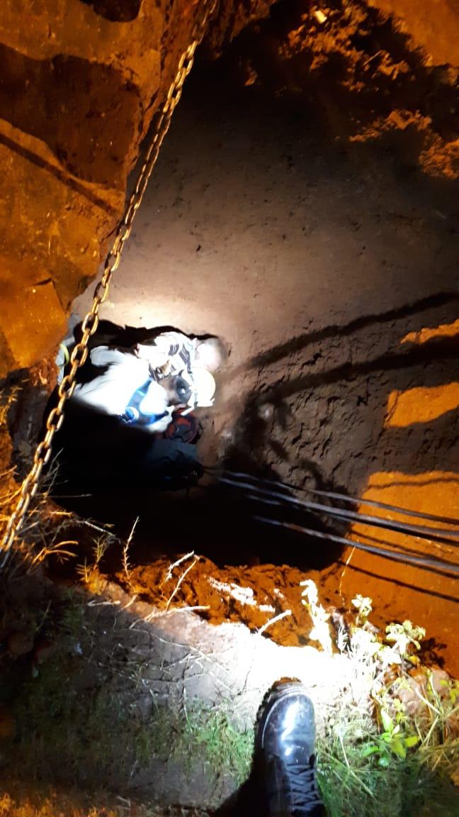Bombeiros resgatam idoso que caiu em fossa de 4 metros em Novo Gama