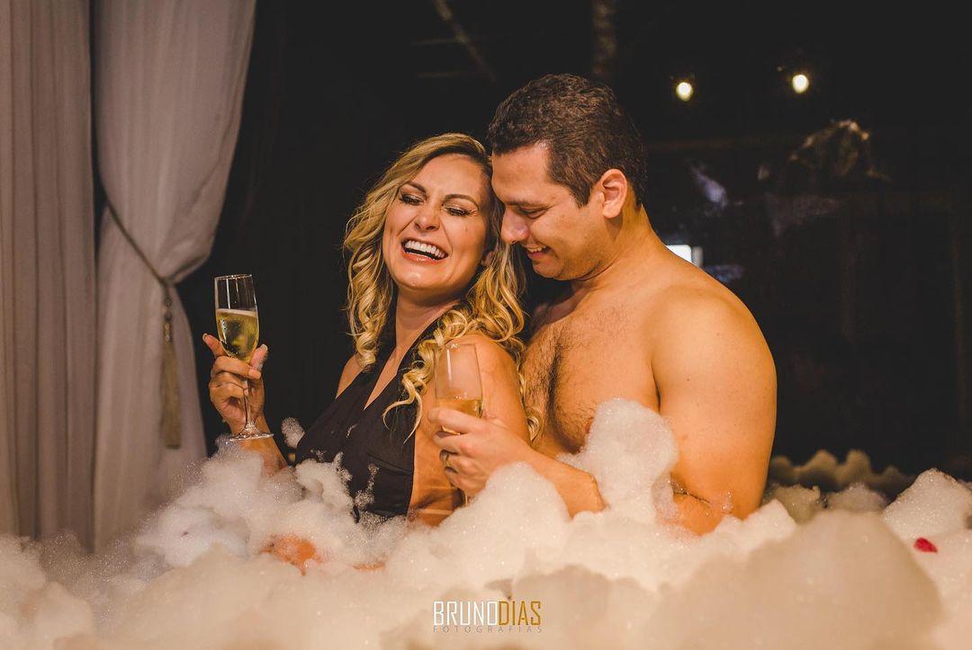 Andressa Urach e Thiago Lopes na noite de núpcias