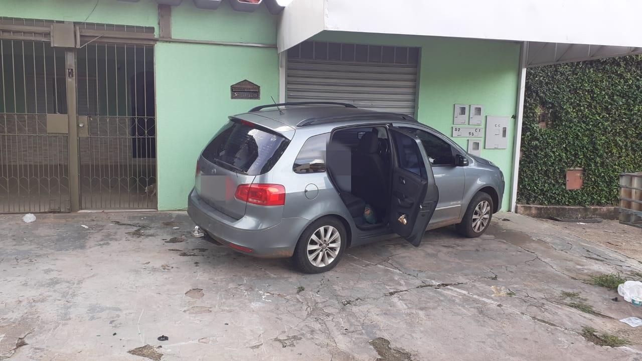 Idoso morre após perde o controle de carro e colidir contra muro, em Goiânia; vídeo (Foto: divulgação/DICT)