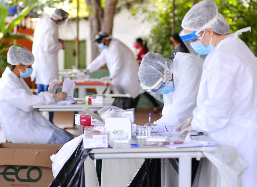 Profissionais de saúde realizam testagem ampliada na região Norte de Goiânia, no Jardim Balneário Meia Ponte (Foto: Jucimar de Sousa / Mais Goiás)