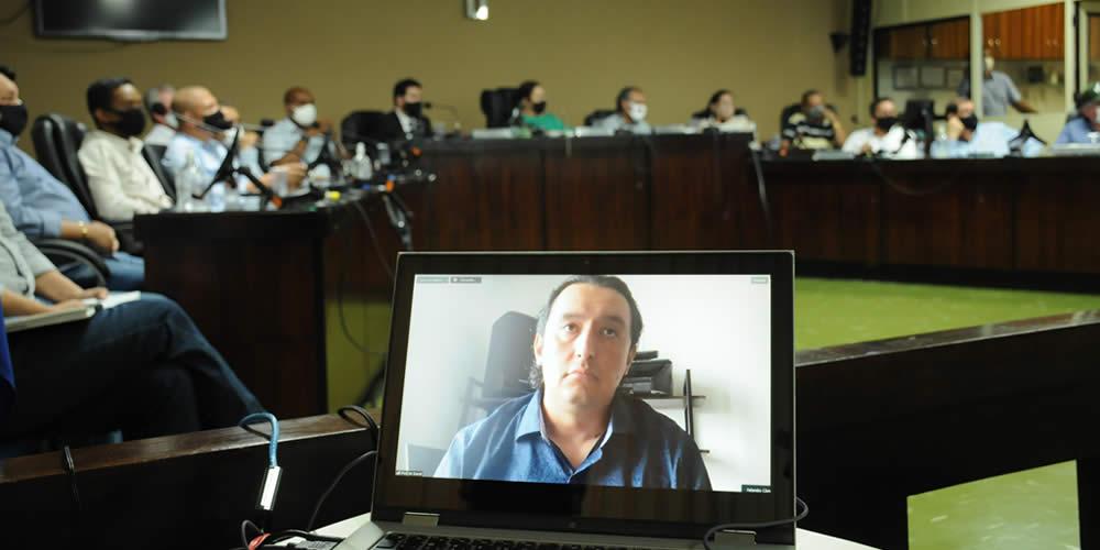 Reunião com prefeito Humberto Machado com os investidores da suposta empresa (Foto: Comunicação / Prefeitura de Jataí)