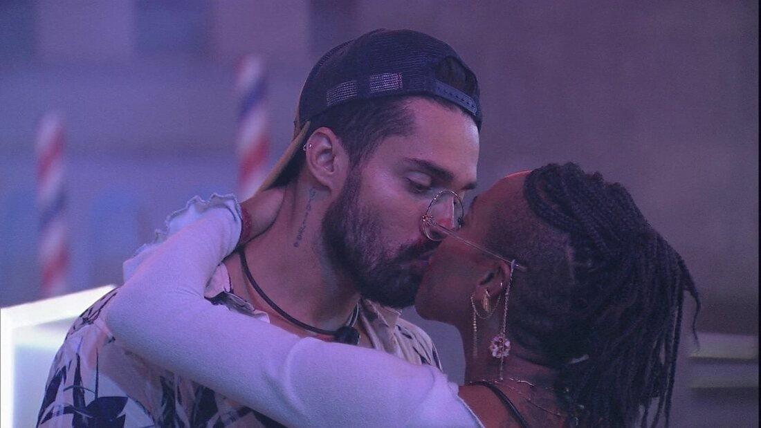 Bil BBB 21: Arcrebiano revela interesse real por Karol Conká mãe arcrebiado beijo BBB 21: Karol Conká é acusada por internautas de assediar Arcrebiano