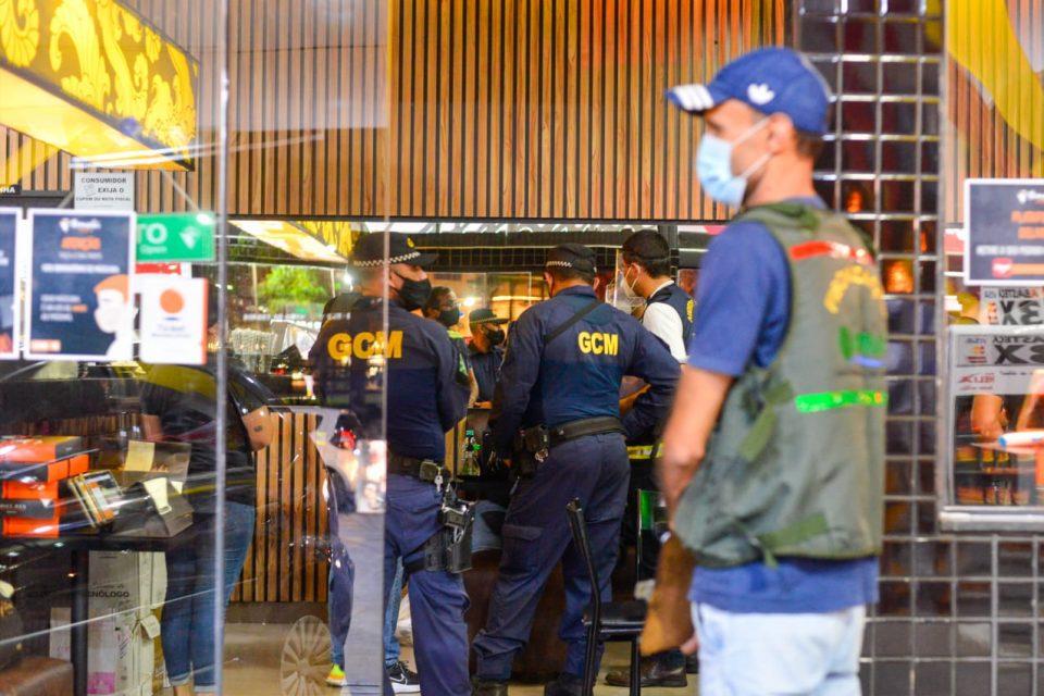 Fiscalização multa 23 e interdita 14 estabelecimentos no primeiro final de semana