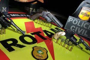 Duas das armas foram utilizadas no crime que terminou com a morte do Vigilante Penitenciário Temporário (Foto: divulgação/PM)
