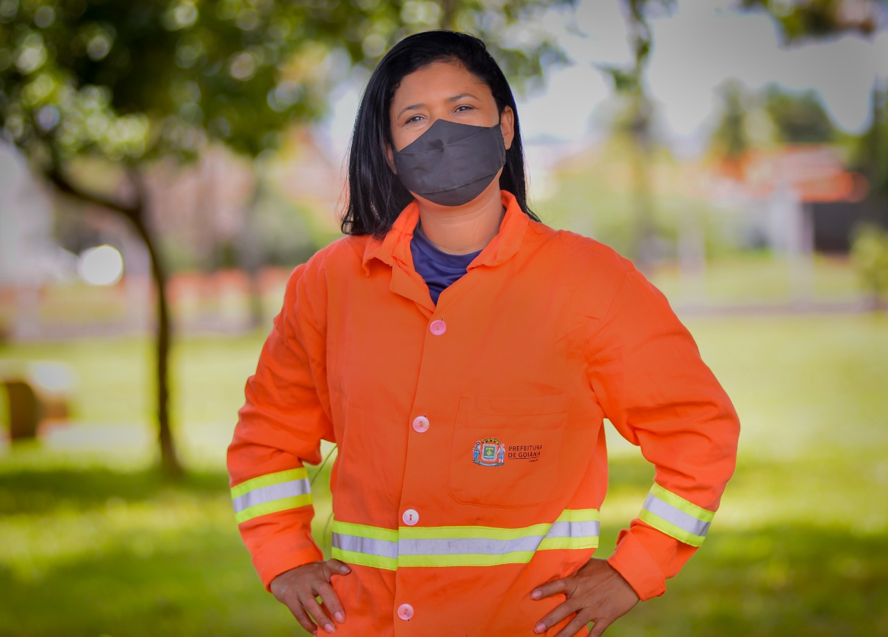 Arilda Pereira dos Santos, agente de limpeza urbana - gari da Comurg (Foto: Jucimar de Sousa/Mais Goiás)