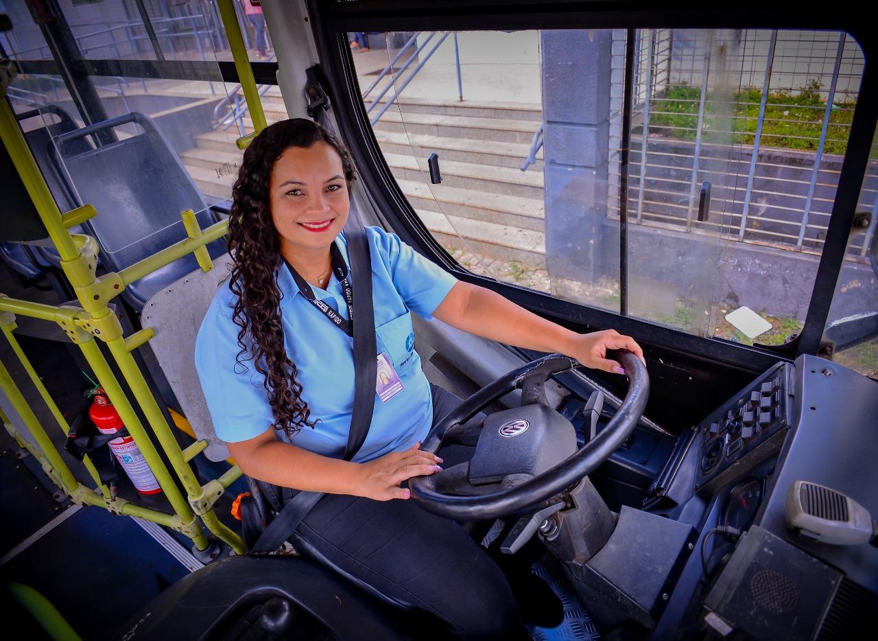 Pollyanna Rodrigues de Araújo Morais, motorista do transporte coletivo de Goiânia