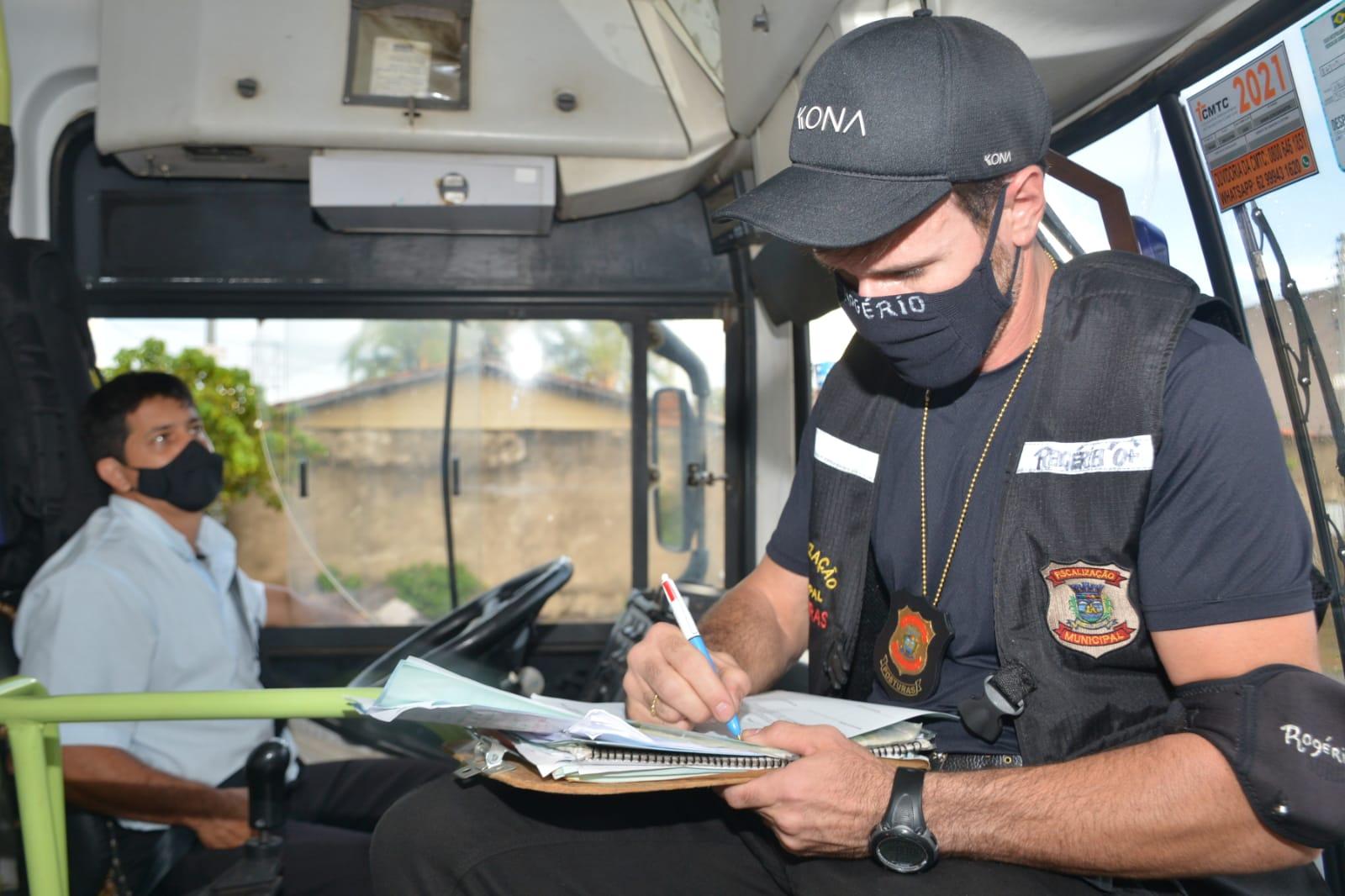 Fiscalização multa mais de 70 ônibus por superlotação em terminais de Aparecida (Foto: Divulgação/SecomAparecida)